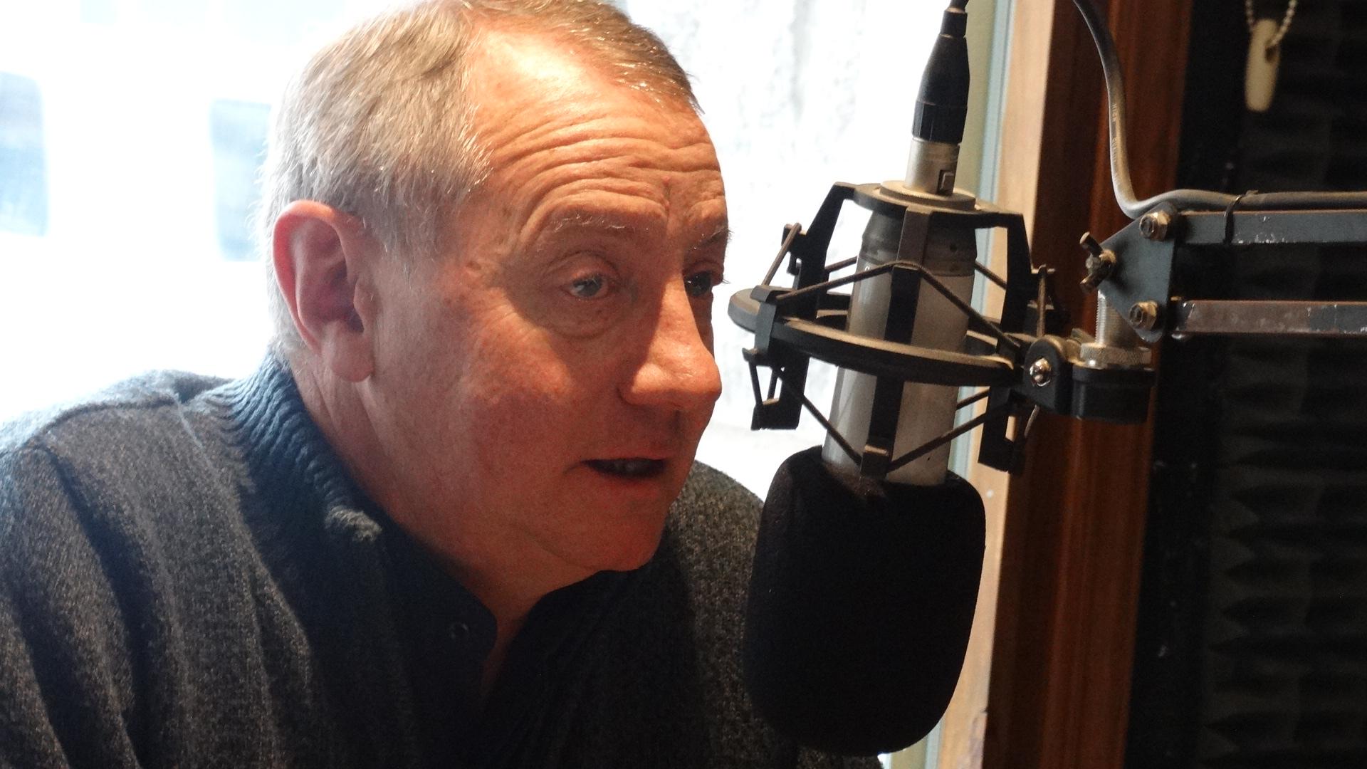 El Padre Pablo dio inicio a la «La Escuela va a la Radio 2016»