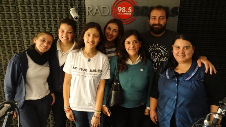 """Presentaron en Radio Brisas el documental """"Rezar, estudiar y amar"""""""