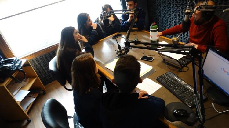 """Alumnos del Sagrada Familia analizaron """"La violencia de la sociedad reflejada en la escuela"""""""