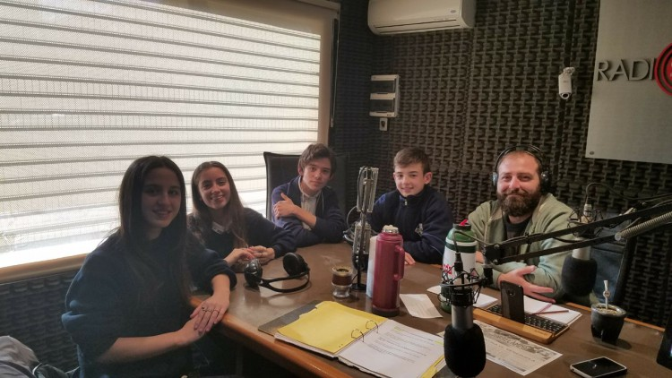 Alumnos de 3° año del Sagrada Familia realizaron radioteatro sobre la actualidad