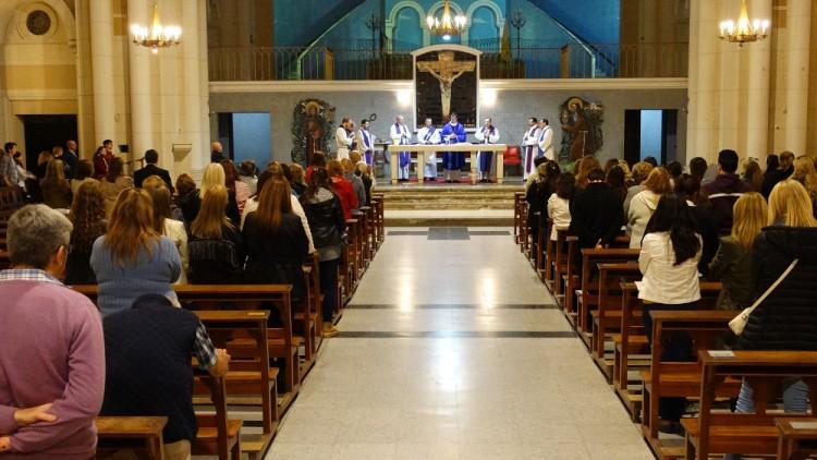 El obispo acompañó a la JuREC en la misa de inicio de ciclo lectivo