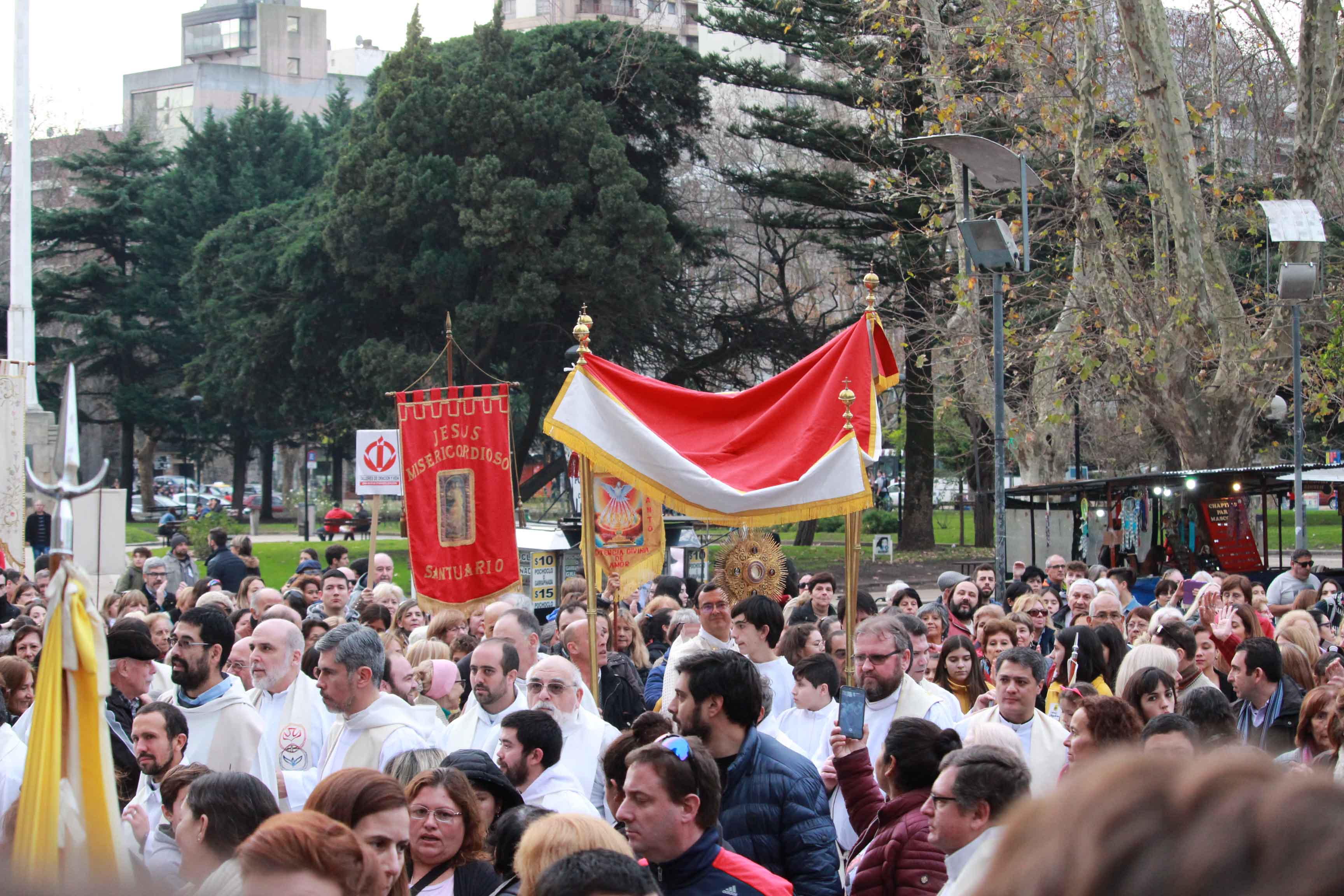 Miles de fieles manifestaron su fe en Corpus Christi